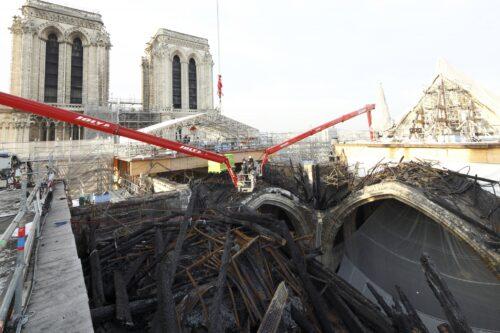 Post-fire exterior debris removal. Etablissement Public pour la restauration de Notre Dame de Paris Photos.