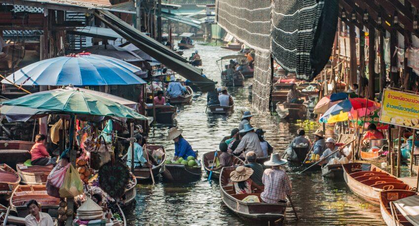 The stimulating scenes of Damneon Market in Bangkok.