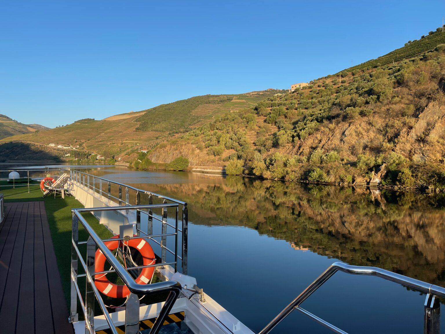 The scenery is never ugly on the Douro.